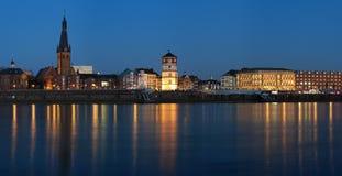 Abendansicht der Dusseldorf-alten Stadt Stockfotos