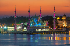 Abendansicht der Kristallmoschee in Kuala Terengganu, Malaysia stockbilder