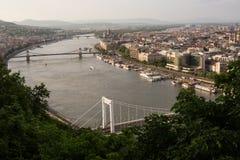 Abendansicht der Parlaments- und Plagestadt Herrliches Frühlingsstadtbild von Budapest Stockbilder