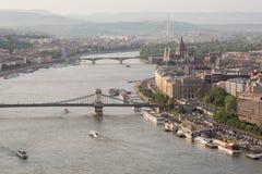 Abendansicht der Parlaments- und Plagestadt Herrliches Frühlingsstadtbild von Budapest Lizenzfreies Stockbild