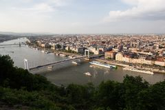 Abendansicht der Parlaments- und Plagestadt Herrliches Frühlingsstadtbild von Budapest Lizenzfreie Stockbilder