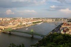 Abendansicht der Parlaments- und Plagestadt Herrliches Frühlingsstadtbild von Budapest Stockfotografie