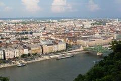 Abendansicht der Plagestadt Herrliches Frühlingsstadtbild von Budapest Lizenzfreies Stockfoto