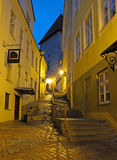 Abendansicht der Straße in Tallinn Lizenzfreies Stockbild