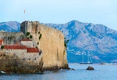 Abendansicht der Zitadelle, alte Stadt von Budva, Montenegro Lizenzfreie Stockbilder