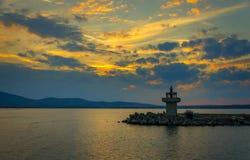 Abendansicht des Leuchtturmes bei Sonnenuntergang Lizenzfreies Stockfoto