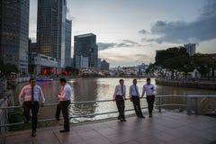 Abendansicht des Singapurs Rive Stockfotos