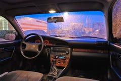 Abendansicht vom Auto. Stockfotografie