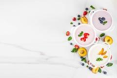 Abendessen der gesunden Diät des Sommers, Lebensmittel des strengen Vegetariers, Nachtisch, verschiedener Bonbon c stockbild