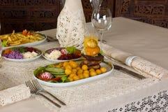 Abendessen an einer Gaststätte Stockbild