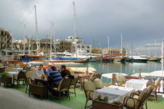 Abendessen am harbourside Lizenzfreie Stockfotos