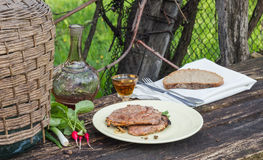 Abendessen im Garten stockfotografie