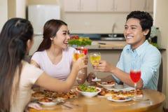 Abendessen mit besten Freunden Stockbilder