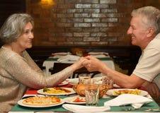 Abendessen am Restaurant Stockfoto