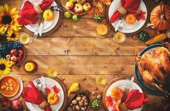 Abendesseneinstellungs-Mahlzeitkonzept der Danksagungsfeier traditionelles lizenzfreie stockbilder