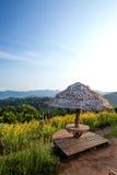 Abendessenplatz und -schöne Aussicht über dem Berg Stockfotos