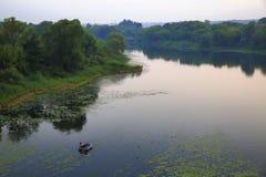 Abendfischen auf dem Fluss Lizenzfreies Stockbild