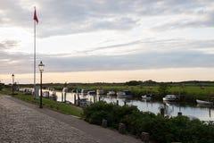 Abendhimmel über dem Hafen von Ribe, Dänemark Lizenzfreies Stockfoto