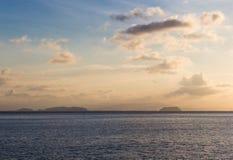 Abendhimmel über dem Meer in der Marinereserve Stockbild