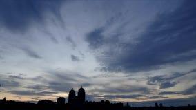 Abendhimmel auf der Ufergegend stock video footage