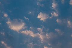 Abendhimmel und -wolken Lizenzfreies Stockfoto