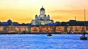 Abendlandschaft der alten Stadt in Helsinki, Finnland stock video footage