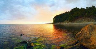 Abendlandschaft des Meeres Panorama stockfotografie