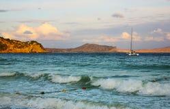 Abendlandschaft mit dem Meer lizenzfreie stockbilder