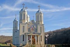 Abendleuchte über orthodoxem Kloster Lizenzfreies Stockbild
