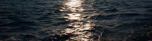 Abendrot auf dem Wasser Stockbilder