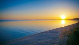 Abendsonnenuntergang auf der Bucht Stockbilder