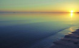 Abendsonnenuntergang auf der Bucht Stockfotos