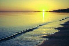 Abendsonnenuntergang auf der Bucht Stockfoto