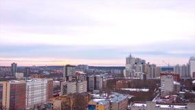 Abendstadt in Winter timelapse Abendstadt in der Winteransicht von Dach timelapse Panoramablick auf der Stadt und den Dächern Stockfotos