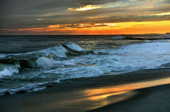 Abendszene mit Sonnenuntergang auf Ozean Stockbild