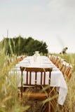 Abendtisch auf dem Gerstengebiet Stockbild