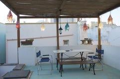 Abendtisch auf der Terrasse Lizenzfreies Stockbild