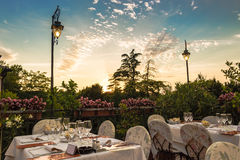 Abendtisch im italienischen Restaurant Stockbilder