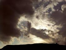Abendwolke in Form eines Hammers Stockfotos
