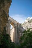 Abenteuer unter Brücke Stockfoto