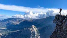 Abenteuer, Untersuchung und kletternder Erfolg lizenzfreies stockfoto