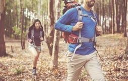 Abenteuer-Wanderer-kampierendes Reisend-Reise-Konzept lizenzfreies stockfoto
