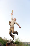 Abenteuerkind, das Spaß hat Lizenzfreie Stockbilder