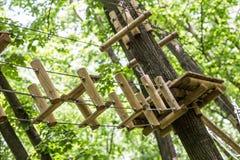Abenteuerspiele in den Bäumen Lizenzfreie Stockfotografie