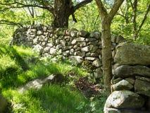 Aber nedgångar - gammal vägg för torr sten Arkivbild