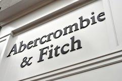 Abercrombie & Fitch Store och tecken arkivbilder
