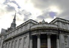Aberdeen, Escócia: Construções do granito sob o céu tormentoso Imagens de Stock