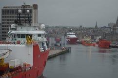 Aberdeen - Skottland hamn, huvudsaklig nyckel för den frånlands- branschen för Nordsjönfossila bränslen Arkivfoto
