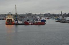 Aberdeen - Skottland hamn, huvudsaklig nyckel för den frånlands- branschen för Nordsjönfossila bränslen Royaltyfri Foto