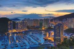 Aberdeen tyfonskydd i Hong Kong på natten Arkivbild